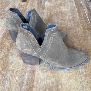 Steve Madden Olive Booties